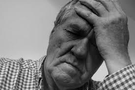 フリー写真画像: 悲しみ、絶望、ストレス、男性、肖像画、モノクロ、しわ